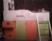 детская кровать с полочками и ящичками!