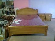 кровать  полтора на два метра и две прикроватные тумбочки